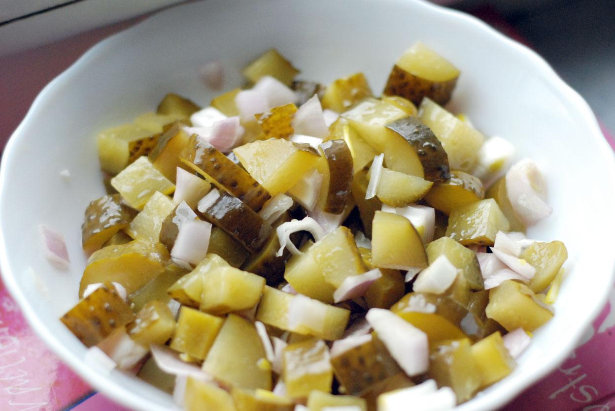 Салат из соленых огурцов с картошкой