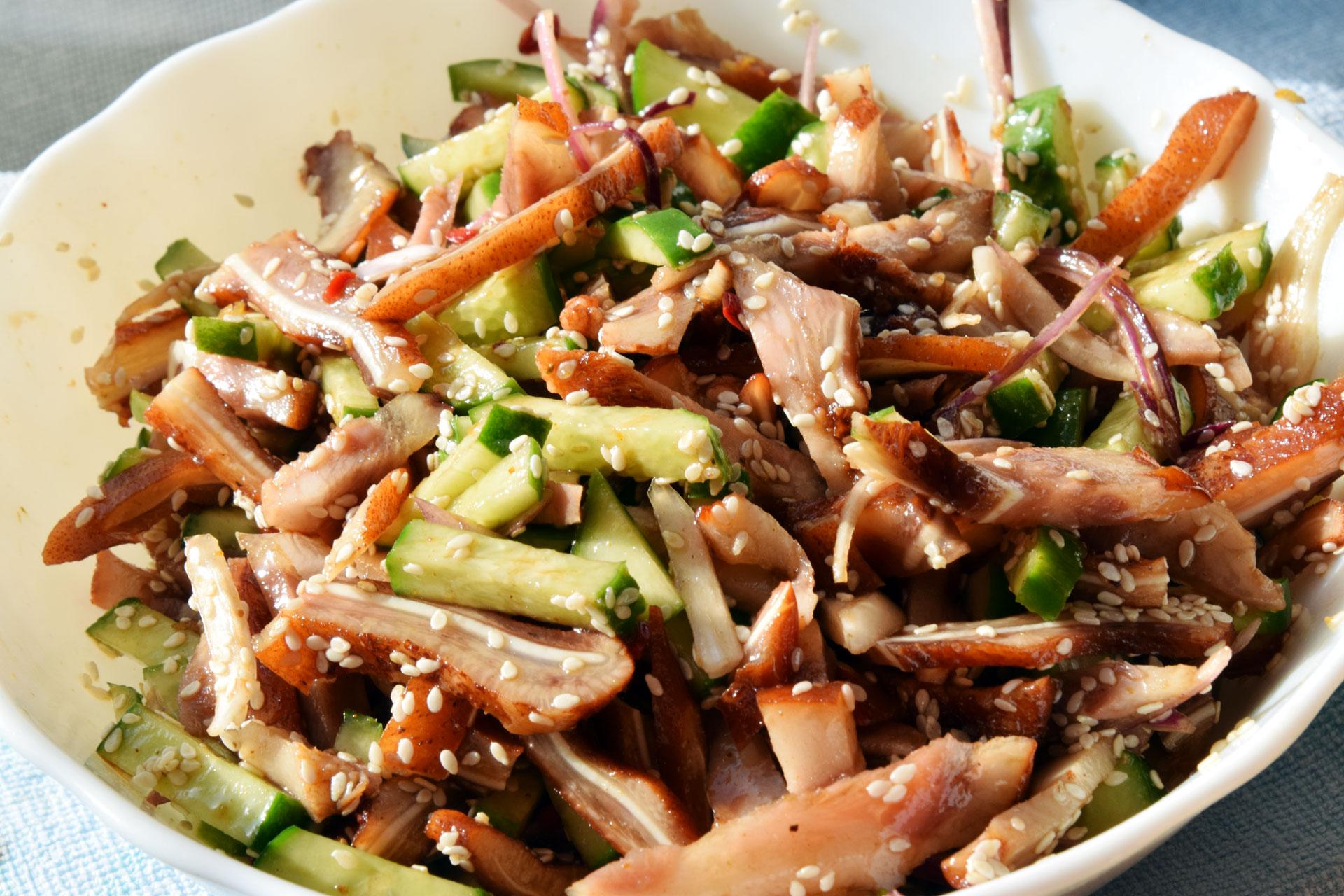 Рецепт салата с ушами свиными и огурцом